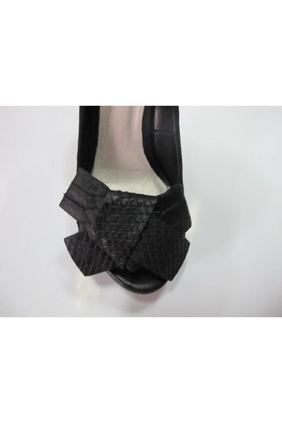 Дамски обувки 133702 черни естествен велур висок ток