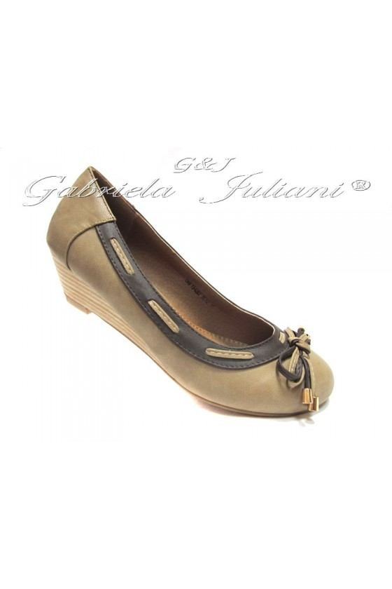 Women low platform shoes Lina ob.13-0269 casual beige pu