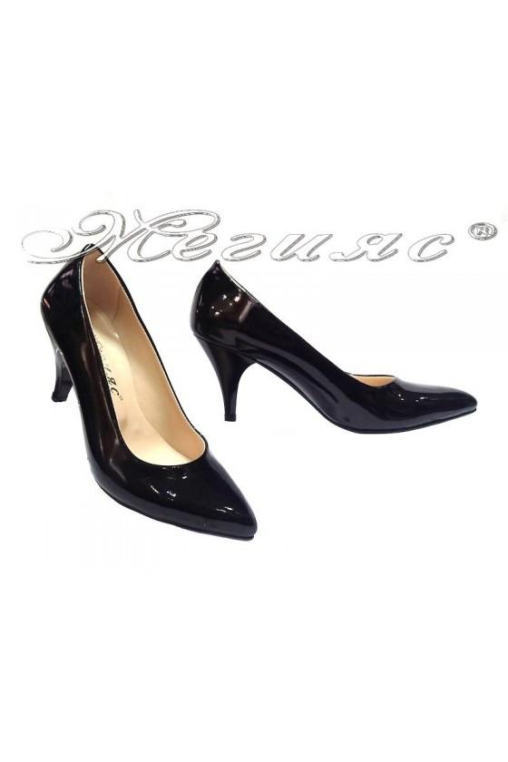 Дамски обувки 117 черно лак елегантни остри нисък ток