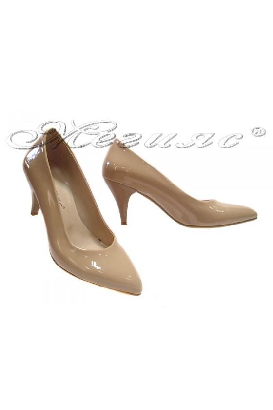 117 Дамски обувки бежови лак елегантни остри нисък ток