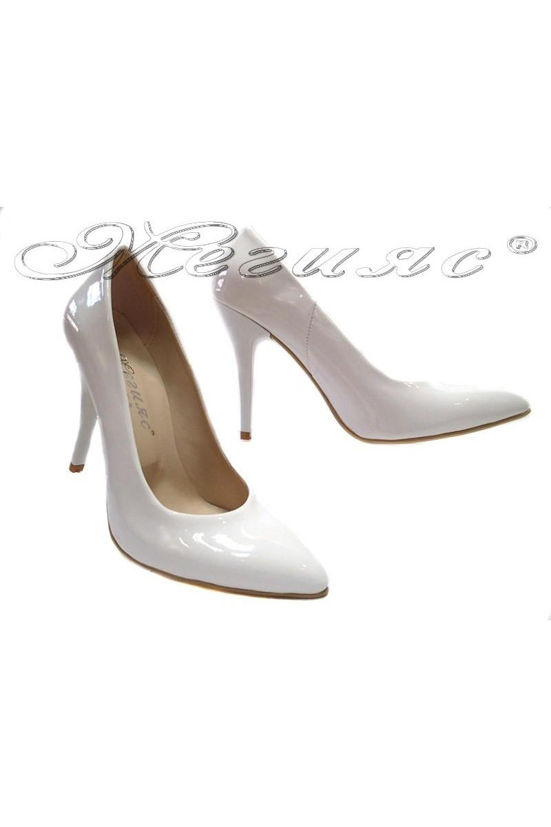 Дамски обувки 162 бял лак