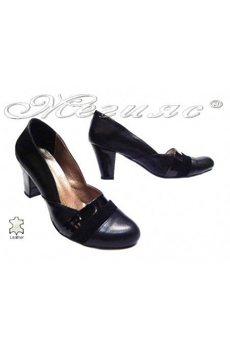 Lady elegant shoes 137 black leather middle heel