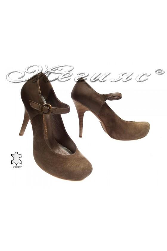 Дамски обувки 418 бежови елегантни заоблени висок ток латформа естествен велур