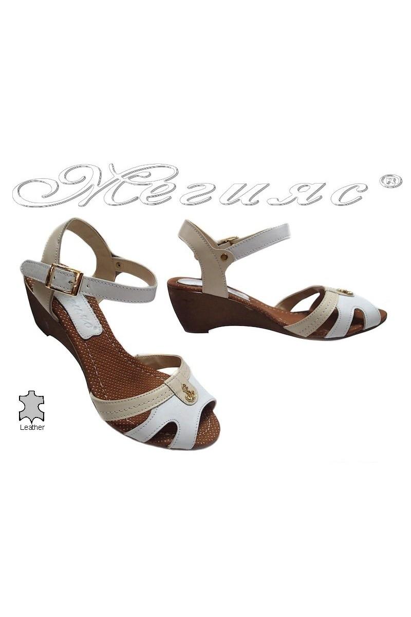 Дамски сандали 321 бели естествена кожа