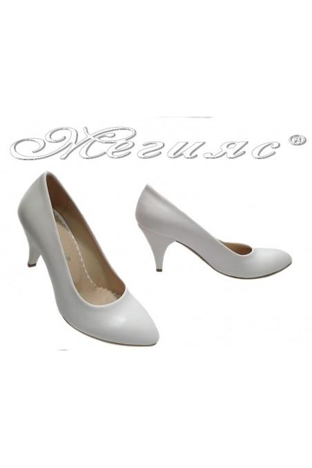 Дамски обувки а-700 бели мат елеагнтни среден ток остри еко кожа