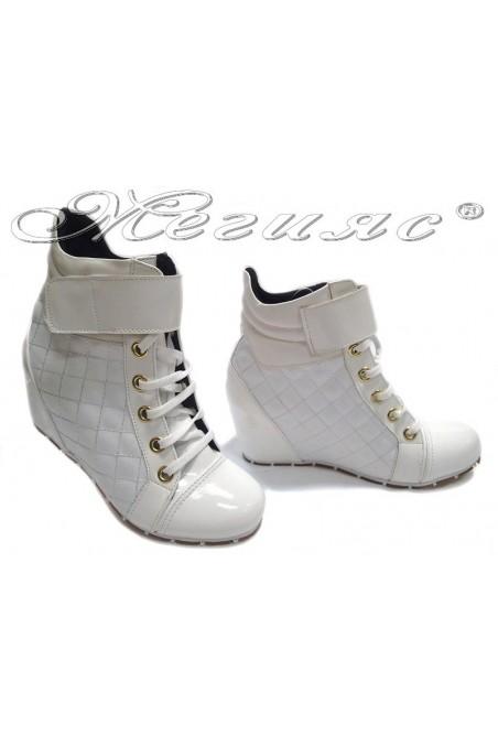 Lady sport boots 600 white pu+patent platform