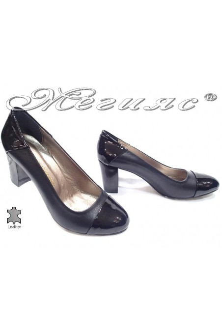Ladies elegant shoes 103 black middle heel