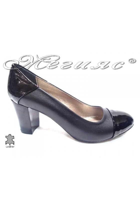 Ladies elegant shoes 103 black middle heel