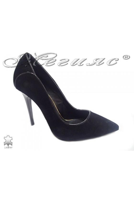 Дамски обувки 175-43 черни естествен велур