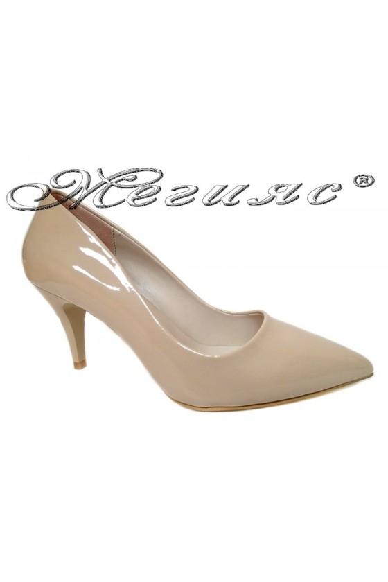 Дамски обувки среден ток  бежов лак остри елегантни еко кожа  2016