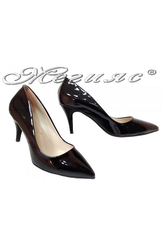 Дамски обувки среден ток черен лак остри елегантни 2016