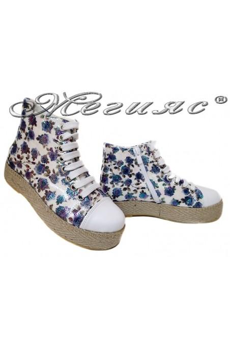 Дамски обувки 01спортни тип кец бели+ сини цветя еко кожа