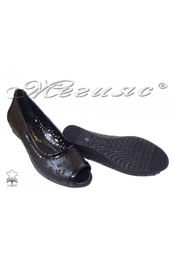 Ladies casual low heel shoes 121/747 black lether