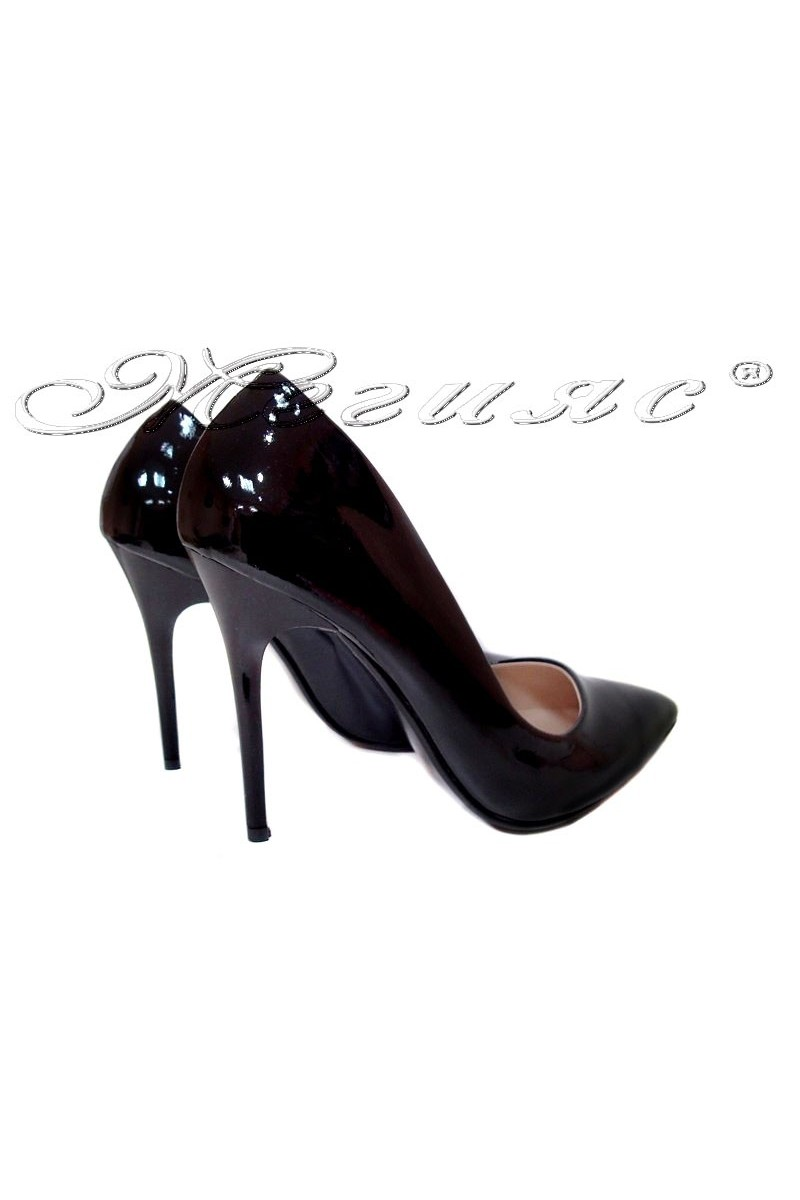 Дамски обувки 250 черен лак остри висок ток