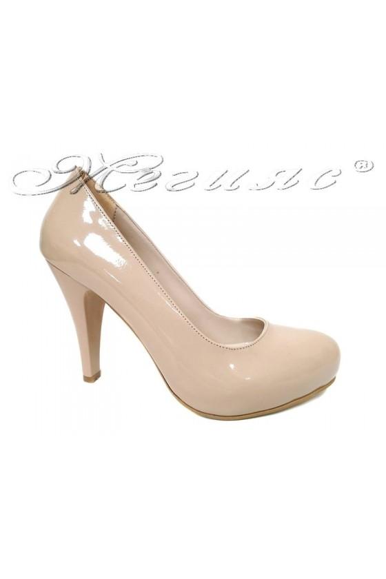 Дамски обувки 15 светло бежов  лак висок ток заоблени скрита платформа
