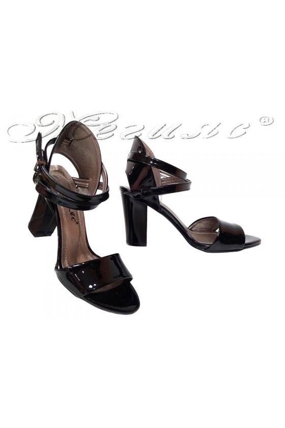 Дамски сандали 936 черни лак елегантни среден широк ток