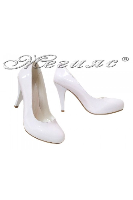 Дамски обувки 15 бели лак заоблени скрита платформа