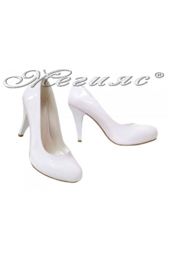 Дамски обувки бели лак заоблени скрита платформа  15