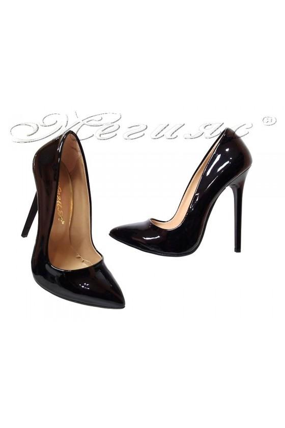 Дамски обувки 301 черни елегантни остри висок ток