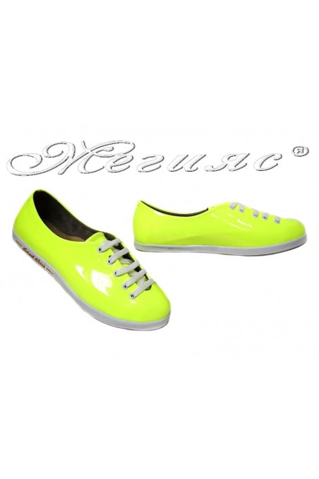 Дамски обувки 504 жълт електрик лак спортни