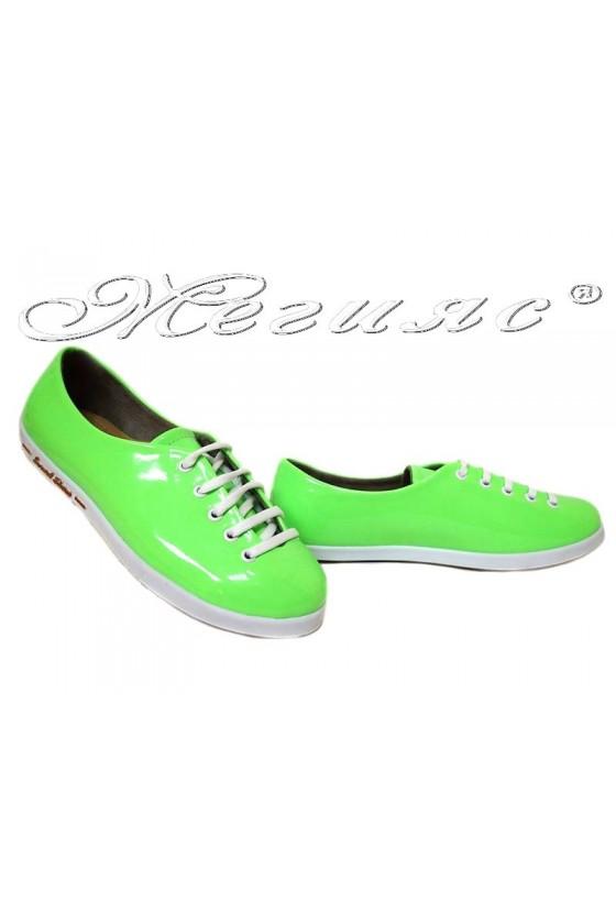 Дамски обувки 504 зелен електрик лак спортни