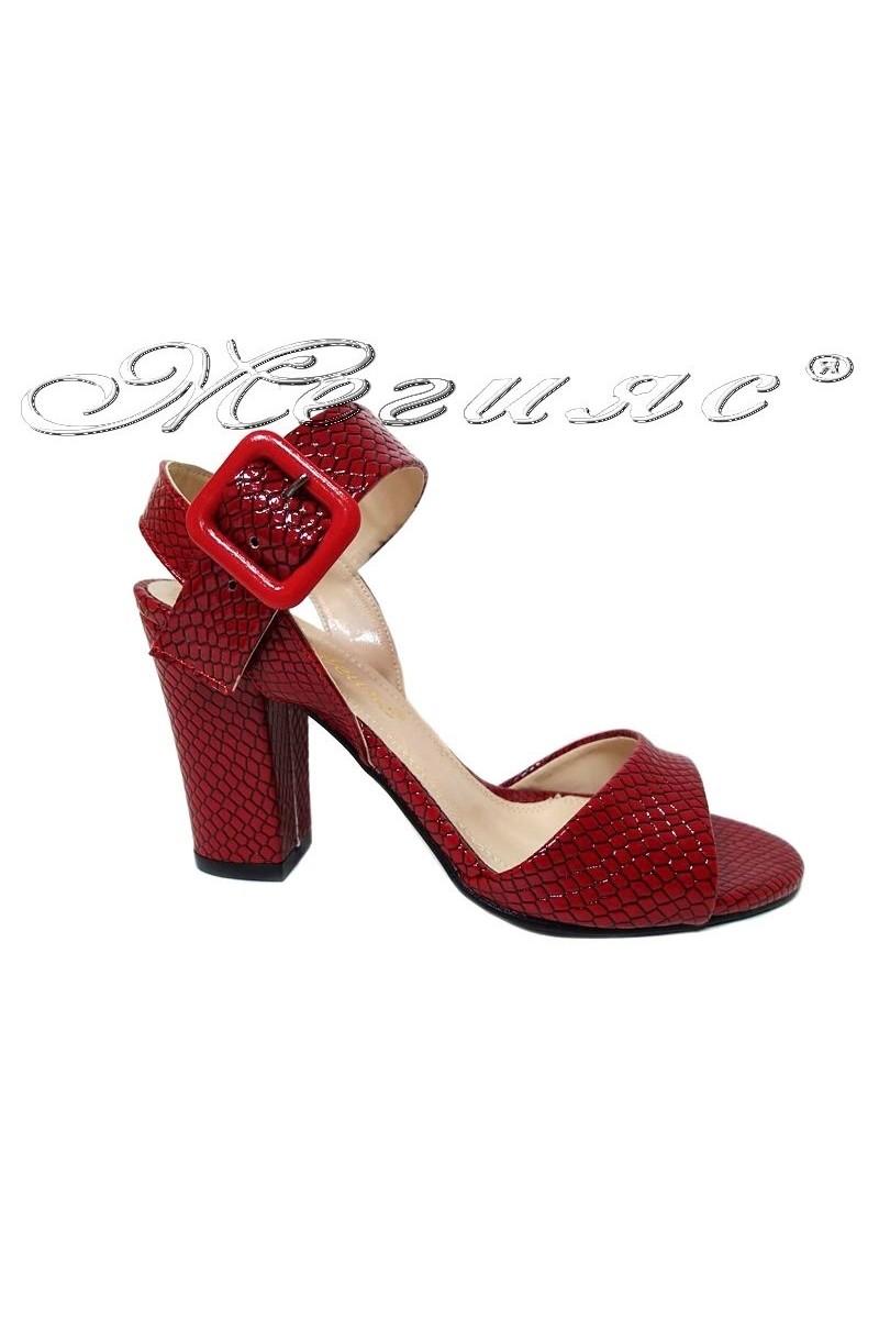Дамски сандали 936 червени змия лак елегантни среден широк ток
