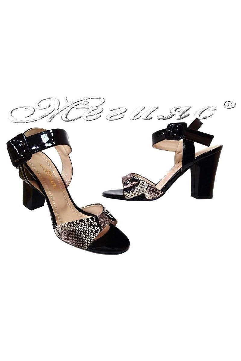 Дамски сандали 143 черни+змийска шарка широк ток еко кожа