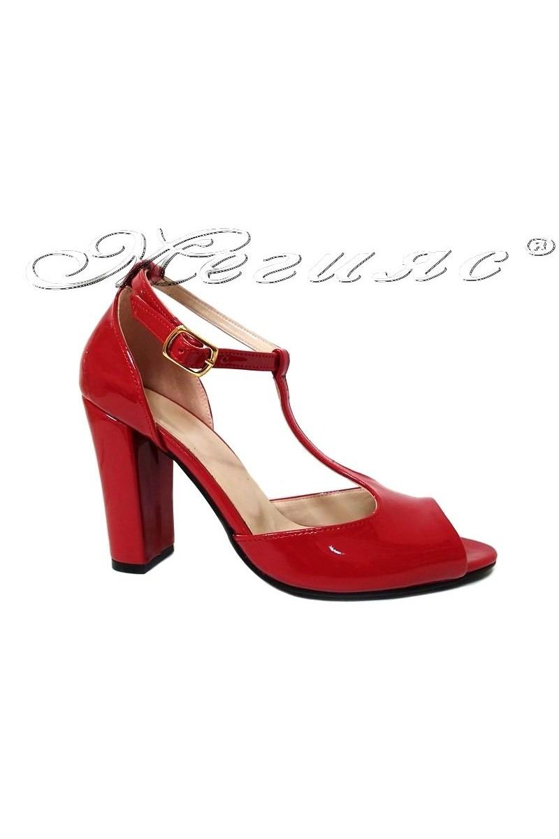 Дамски сандали 007 червен лак елегантни широк ток