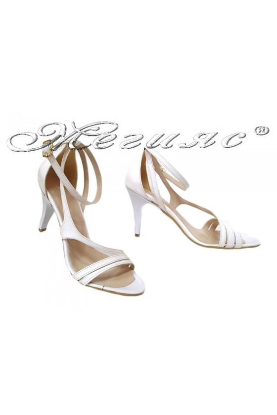 Дамски сандали 006 бели лак елегантни висок ток