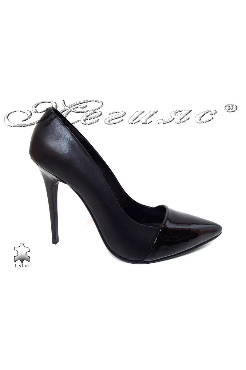 Дамски обувки 190 черни естествена кожа елегантни остри висок ток