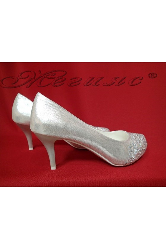 Дамски обувки Carol 16008 сребристи елегантни среден ток