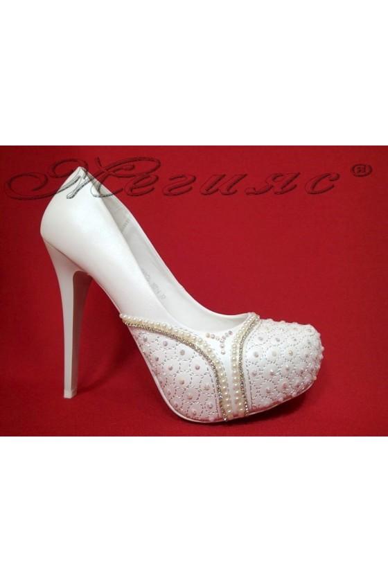 Дамски обувки Carol 16014 бели елегантни висок ток