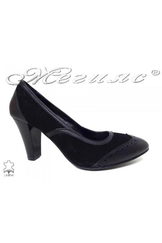Дамски обувки 216 черни кожа с велр елегантни широк ток естествена кожа