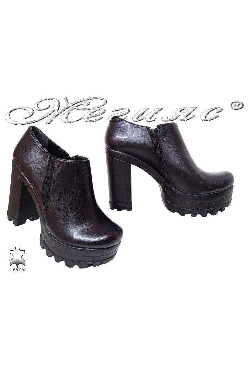 Lady shoes 302-490 black leather