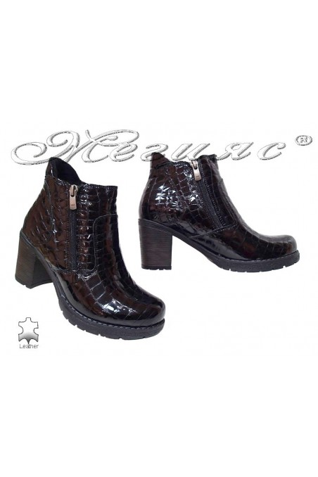 Lady boots 530 black pattent leather