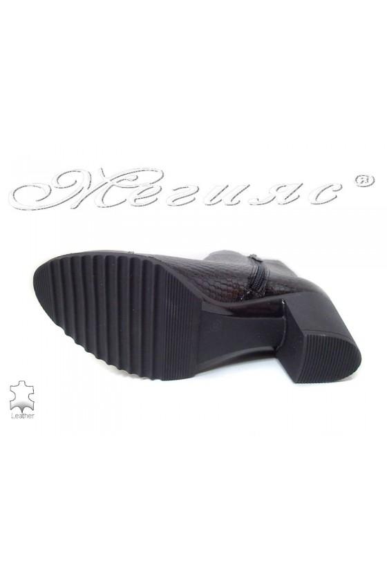 Дамски ежедневни боти 274-9635 лак черни естествена кожа