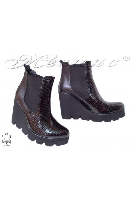 Women platform boots 401-598 black patent leather