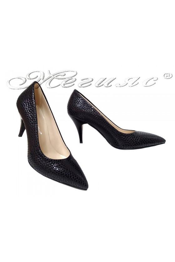 Дамски елегантни обувки  511 черен релеф+лак  среден ток