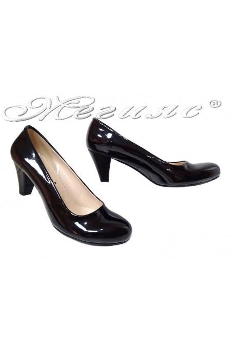 Дамски обувки 120 черен лак среден ток заоблени