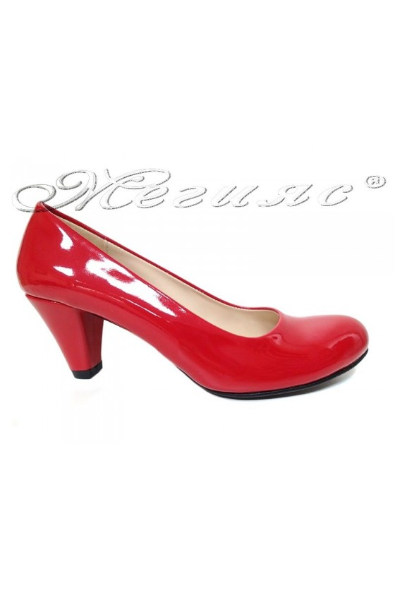 Дамски обувки 120 червен лак среден ток заоблени