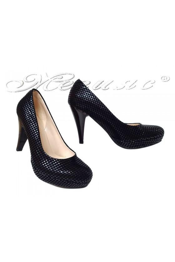 Дамски обувки 520 черни релеф заоблени