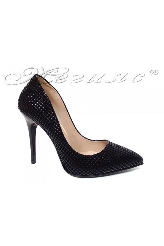 Дамски обувки 1800 черен релеф елегантни остри висок ток