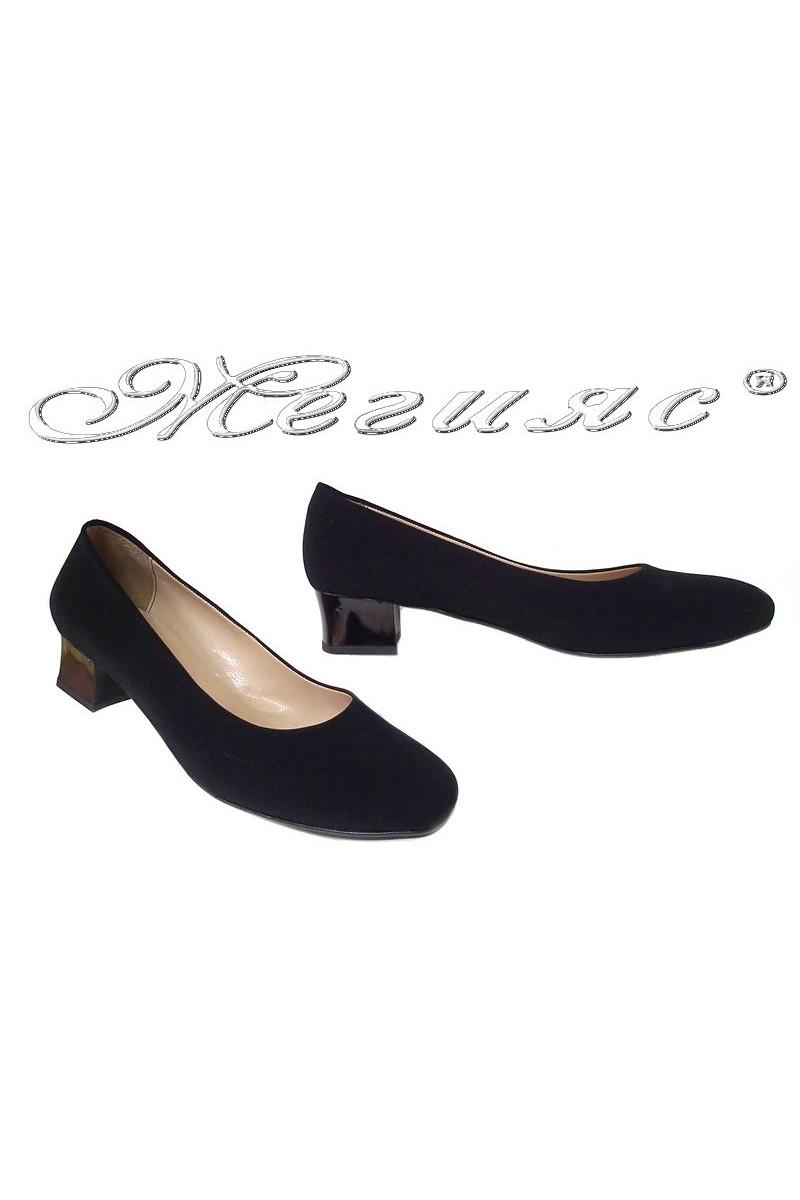 Дамски обувки 501 черни набук  гигант