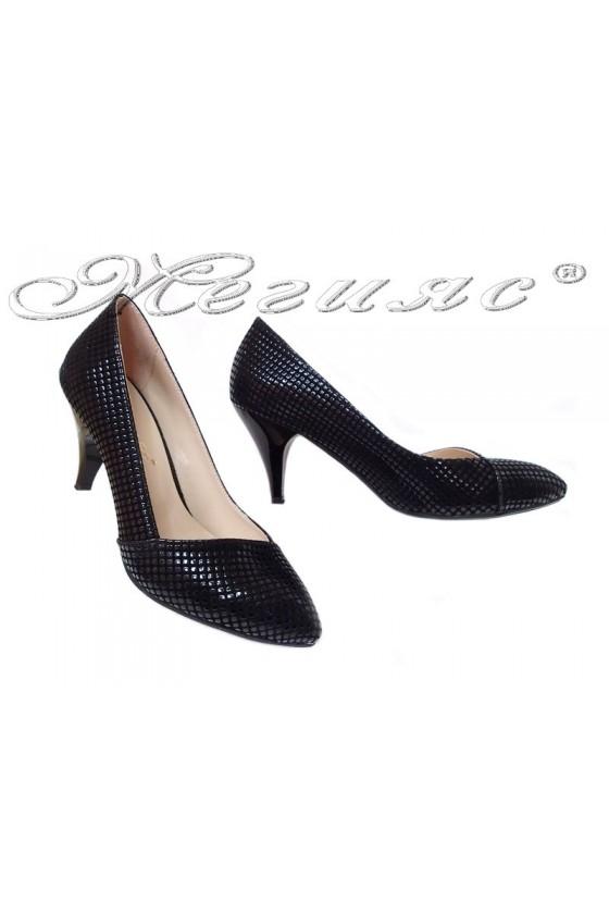Дамски обувки 709 черен релеф среден ток