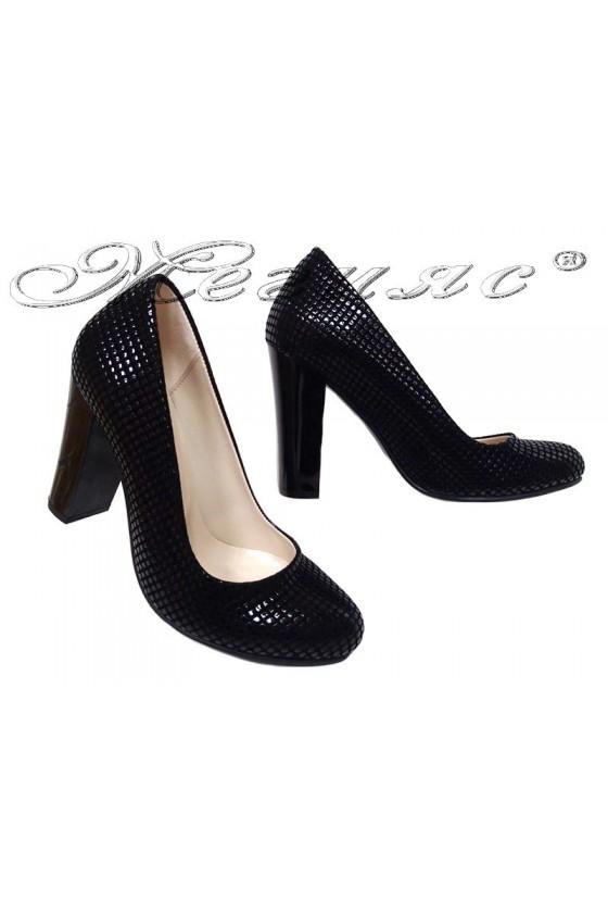 Дамски обувки черен релеф висок ток заоблени 01303