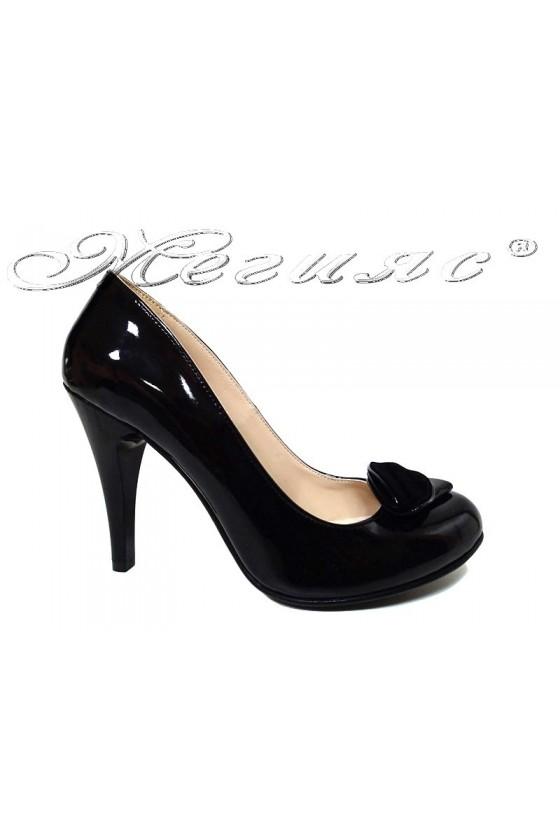 Дамски обувки 301-D черен лак висок ток
