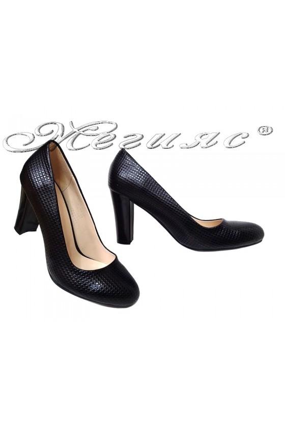 Дамски обувки 3118 черен релеф елегантни