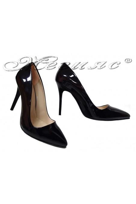 Дамски елегантни обувки 5596 черен лак остри висок ток
