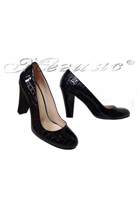 Дамски обувки елегантни 160 черни лак  елегантни широк ток