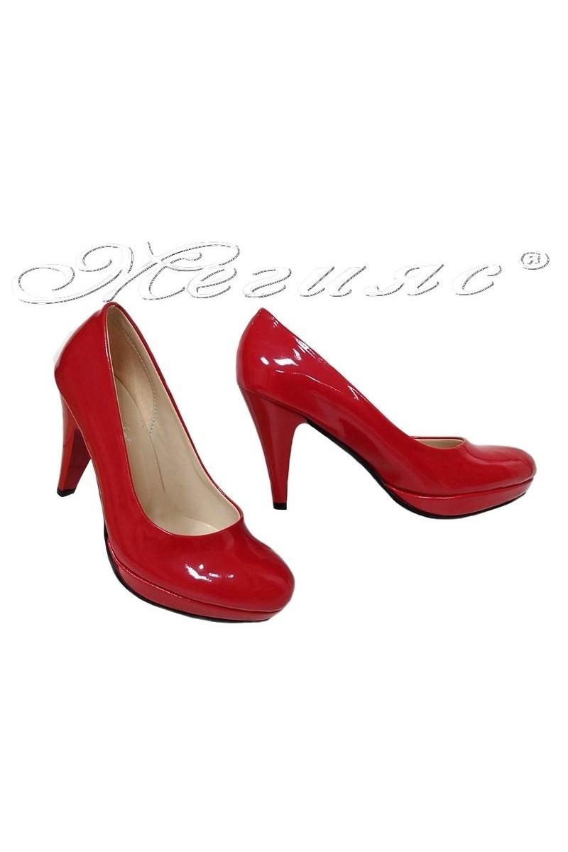 Дамски обувки 520 червени лак заоблени с висок ток
